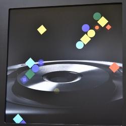 デモ映像の合間に流れたinstax SQUARE対応インスタントカメラのレンズ部。ボディーは樹脂製とみられる