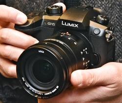 パナソニックのミラーレス一眼「LUMIX GH5」。発売は3月23日で、これから大阪と名古屋で体験イベントが開かれる