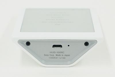 充電用のmicroUSB端子を本体底部に装備。本体のバージョンアップなどでパソコンと接続する際にも利用する