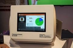 「CaloRieco」は、料理を作った後で栄養素などが計測できるデバイス。現時点では電子レンジ程度の大きさで、電子レンジと同じように料理を入れて計測する