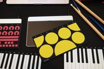 Interactive Innovation Awardsで「BEST OF SHOW」に選出されたSensel社の「The Sensel Morph」。ラバー製のカバーを交換するだけで、PCやタブレットに接続したデバイスがキーボードになったり、ピアノになったりする