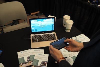 SENTIO社の「Superbook」。アンドロイドのスマホを大画面かつキーボード付きで使うためのデバイス。アンドロイドのスマホをラップトップ代わりに使える。価格が139ドルと非常に安いのも魅力。最近のスマホは高性能なので、これがあればPCは不要になるかも?