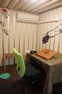 オトバンクは自社内に録音スタジオや編集部門を持っている。声優経験者などがディレクションを務める
