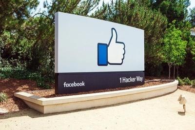2004年にサービスを開始したフェイスブックは、大学生の声を取り入れて順次対象範囲を拡大した