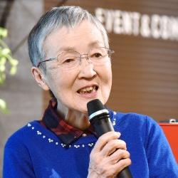 日々パソコンを使いこなしている若宮正子さん。82歳には見えない若々しさだ