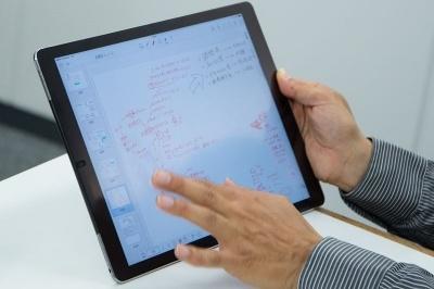 台本作成前、検討段階のメモ。アイデアなどが手書きでびっしりと書き込まれている