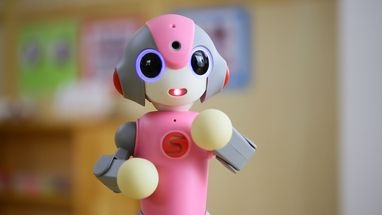 園児見守りロボット「MEEBO(みーぼ)」