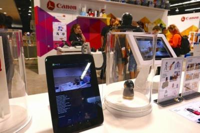 被写体を自動で追跡する小型カメラ