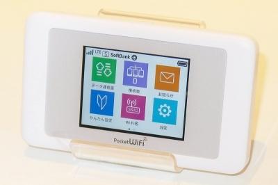日本のファーウェイは、2009年にイー・モバイル(現ワイモバイル)から発売されたPocket WiFi「D25HW」発売によってモバイルWi-Fiルーター市場を開拓した。これ以降、モバイルWi-Fiルーターのトップ企業として、写真のワイモバイル向け「603HW」ほか各社に数多くの製品を供給している