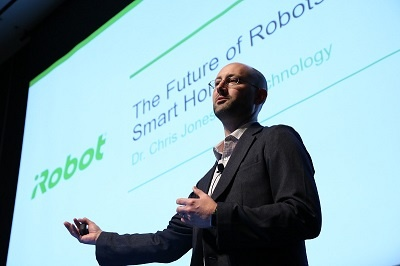「The Future of Robots in the Smart Home」と題して講演した米アイロボットVP of Technologyのクリス・ジョーンズ氏