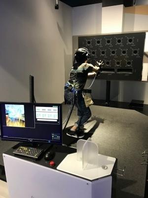 「ドラゴンボール VR 秘伝かめはめ波」。ちゃんと撃てたときの爽快感は抜群