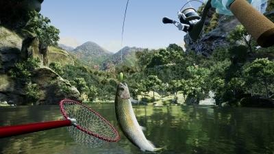 実際のルアーフィッシングのように、竿の先を水面につけるようにしないとかかった魚が外れやすい