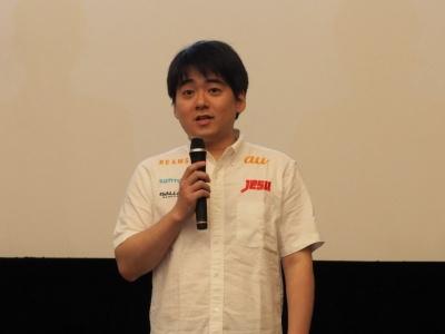 ハースストーン日本代表の赤坂哲郎選手は「多くの企業に注目されていると思う。ハースストーンは海外のゲームタイトルで、知っている人は多くないが、今回の大会で知ってもらえる機会を得たことはうれしい。東アジア予選はかなり厳しい戦いだったが、なんとか勝ち抜けたので、本戦でもできる限りがんばりたい」と意気込んだ