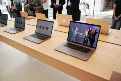 MacBookも実機を展示