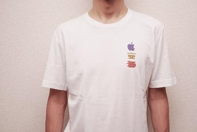 箱に入っているTシャツには白地にApple京都のストアロゴを配置した