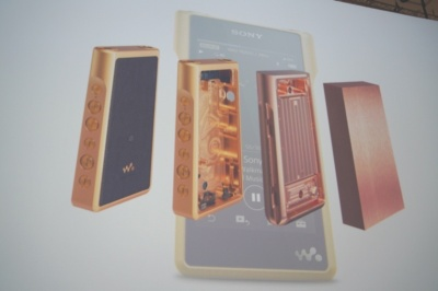 ハイエンドポータブルオーディオ製品「Signatureシリーズ」の1つとして発表された、黄金のウォークマン「NW-WM1Z」