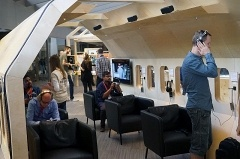 1000Xシリーズをはじめとしたワイヤレス・ノイズキャンセルヘッドホンがソニーの今年の目玉。IFAではブースの中央部を確保していた