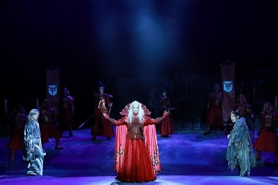 悪役の天魔王は森山未來、天魔王、捨之介と縁の深い蘭兵衛は早乙女太一という配役