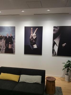 「ハウス・オブ・カード」の部屋には、同作の写真パネルなどが飾られていた