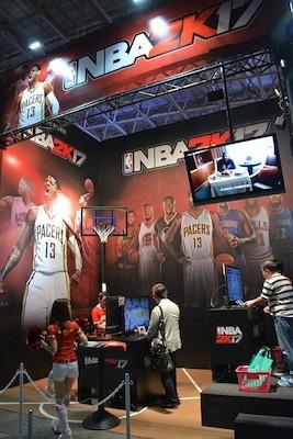 NBA 2K17はプレーもできる。プレーするとオリジナルバックがもらえる