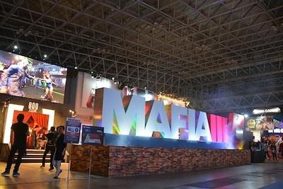 2K/テイクツー・インタラクティブ・ジャパンのブースでは『マフィア Ⅲ』を中心に3タイトルを展示。正面では巨大ロゴが出迎える