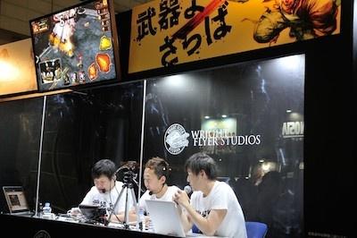 特設スタジオで配信された「『武器よさらば』情報解禁SP」を生放送。アメリカザリガニの平井善之さんが実際ゲームをプレーするなどして、番組を盛り上げた