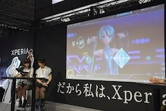 リズムゲームが好きという2人は、初音ミク -Project DIVA- X HDがお互い初めて遊ぶにもかからわず、その腕前を披露していた