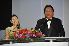 今年も司会進行はタレントの伊集院光さんと前田美咲さん