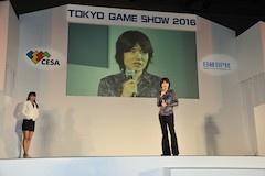 ゲームデザイナーズ大賞のプレゼンターを務めた桜井審査員長