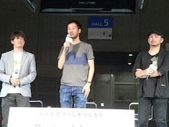 中央がアニメ監督の大橋聡雄氏、右がイラストレーターのredjuice氏