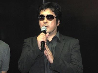 ゲームの原作となる「BTOOOM!」の作者である井上さんは、元々ゲームクリエイターだった経歴を持つ