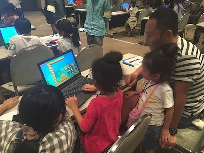 子供たちが作ったゲームを親子でプレー。子供たちの個性が出る作品が仕上がった