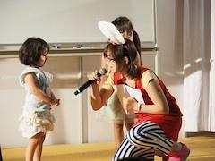 最初は恥ずかしがっていた子どもたちもステージに立てばやる気満々
