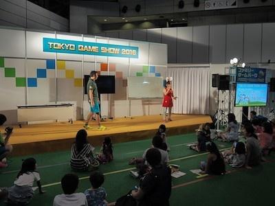 ステージと客席の段差が小さく、一緒に楽しめる感満載のステージとなっている