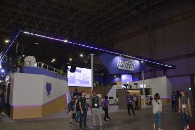 Twitchブースの中央には大きなメインステージを構えており、常時ステージイベントを実施している