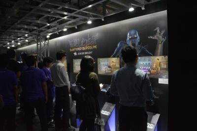 「『Dead by Daylight』ゲームゾーン」の内部には、試遊台を多数設置している