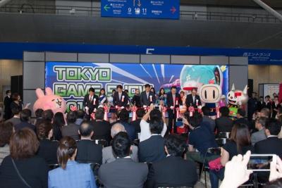 開会式の最後には東京ゲームショウ2017の成功を祈念してテープカットが行われた