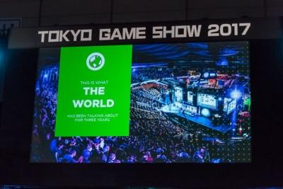 世界各地で開かれているeスポーツイベントの様子。広いスタジアムにぎっしりと観客が押し寄せるほどの人気ぶりだ