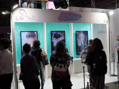 女性向けゲームに力を入れるニキのブースは、新作『恋とプロデューサー ~EVOL×LOVE~』を展示。いち早くゲームを体験したい女性客が集まっていた