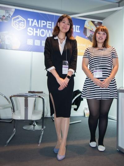 台湾ゲーム館に出展している台湾貿易センターのスタッフ。2019年1月に台湾で開催される「台北国際電玩展(タイペイ・ゲームショウ)」のPRに来ているとのこと