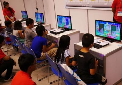 『ぷよぷよ』は初めてという子ども多くみられたが、対戦する姿はみんな真剣そのもの。女の子の参加者も多かった