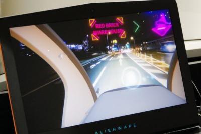 VRゴーグルを装着すると、ARの表示や音声案内なども含んだドライブを楽しめる