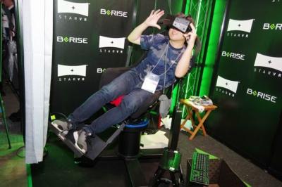 広島市立大学と共同研究のライドマシン。アクチュエーターに頼りきらない構造で、体感VRコンテンツ向けに提案する