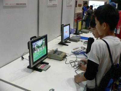 スーパーファミコン版『ドラクエIII』もちゃんと動く。自分が生まれる前に作られたゲームに興味津々!?