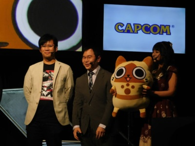 実況席からの解説を担当した3名。左から小嶋慎太郎氏、ででお氏、高野麻里佳氏。
