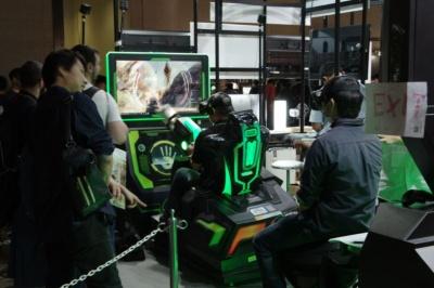 TQ INTERACTIVEではロデオ型と、機銃を操作できる筐体を試遊できる