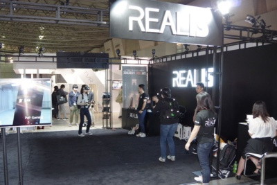 レアリズ社の「カメラセンサーシステムRTS」。広い空間で複数人が自由に動きながらVRコンテンツを体験できる