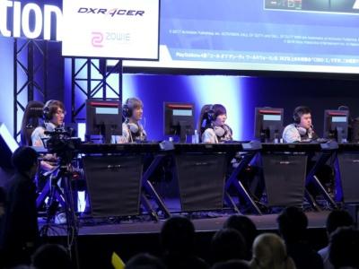 DetnatioN Gaming。左からxAxSy(アクシー)選手、AIiceWonderIand(アリス)選手、GenGar AX(ゲンガー)選手、GaIiard(ガリアード)選手。トップスコアでリーグを戦い抜いたが……