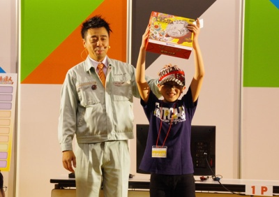 有野課長の名刺と、HORIの「太鼓とバチ for Nintendo Switch」がプレゼントされた。
