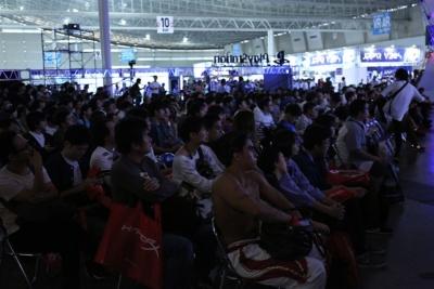 会場には多くの人が訪れ、客席は満員となっていた。e-Sportsの注目度の高さが伺える